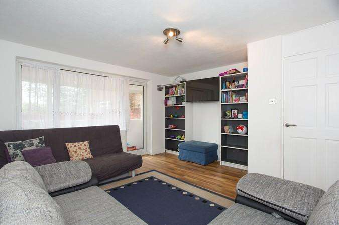 2 Bedrooms Flat for sale in Farrier Road, Northolt