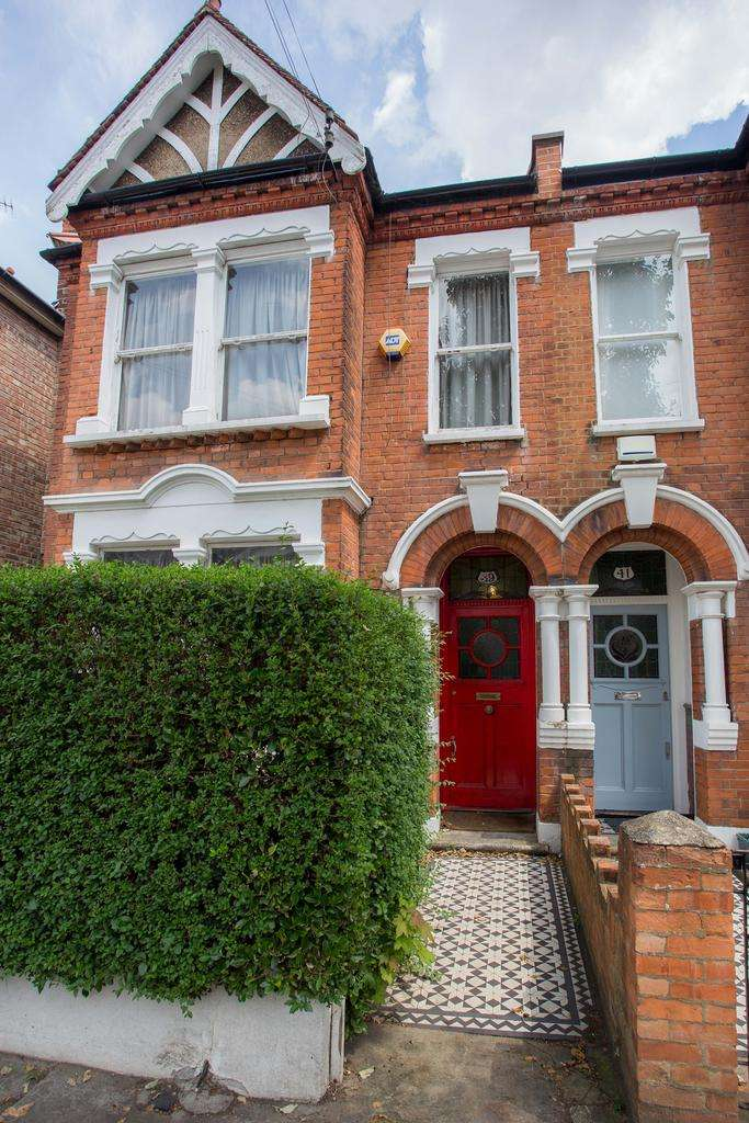 4 Bedrooms Semi Detached House for sale in Derwentwater Road, Acton