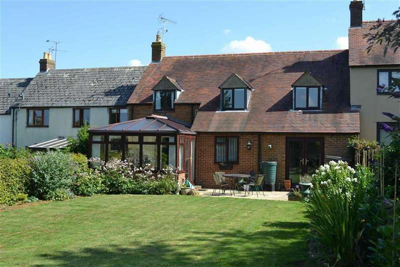 4 Bedrooms Terraced House for sale in Litchfield Close, Enstone, OXON