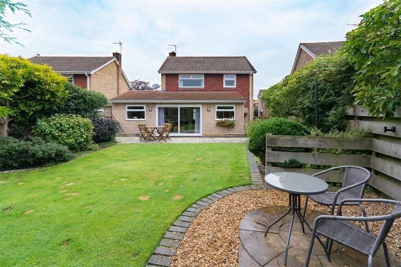 4 Bedrooms Detached House for sale in White House Grove, Elvington, YORK