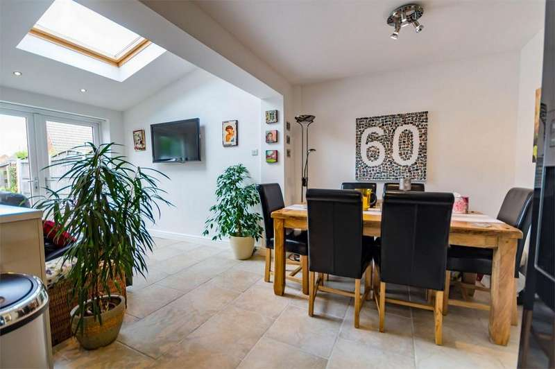 3 Bedrooms End Of Terrace House for sale in Springfield Close, Stockton Lane, York