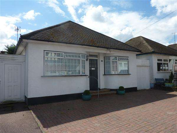 2 Bedrooms Bungalow for sale in Grosvenor Road, Borehamwood