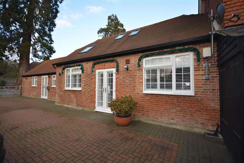 2 Bedrooms Semi Detached House for sale in Parkgate Studios, Catsfield