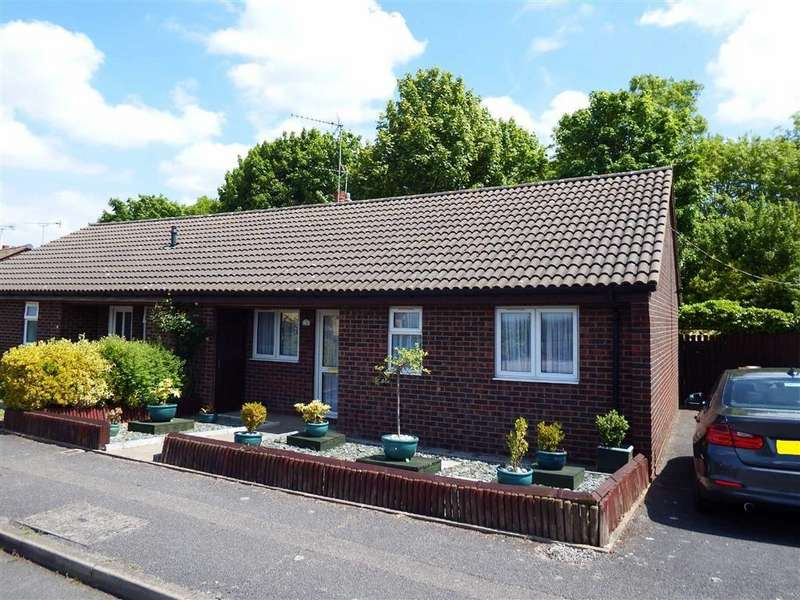 2 Bedrooms Semi Detached Bungalow for sale in St Albans Drive, Stevenage, Hertfordshire, SG1