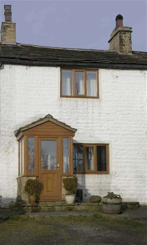 2 Bedrooms Cottage House for sale in Thorneyholme Square, Roughlee, Lancashire