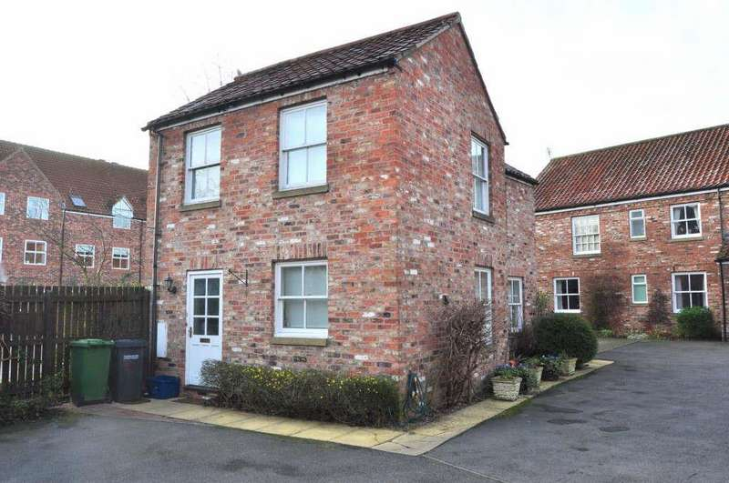 2 Bedrooms Detached House for sale in Golden Lion Yard, Thirsk