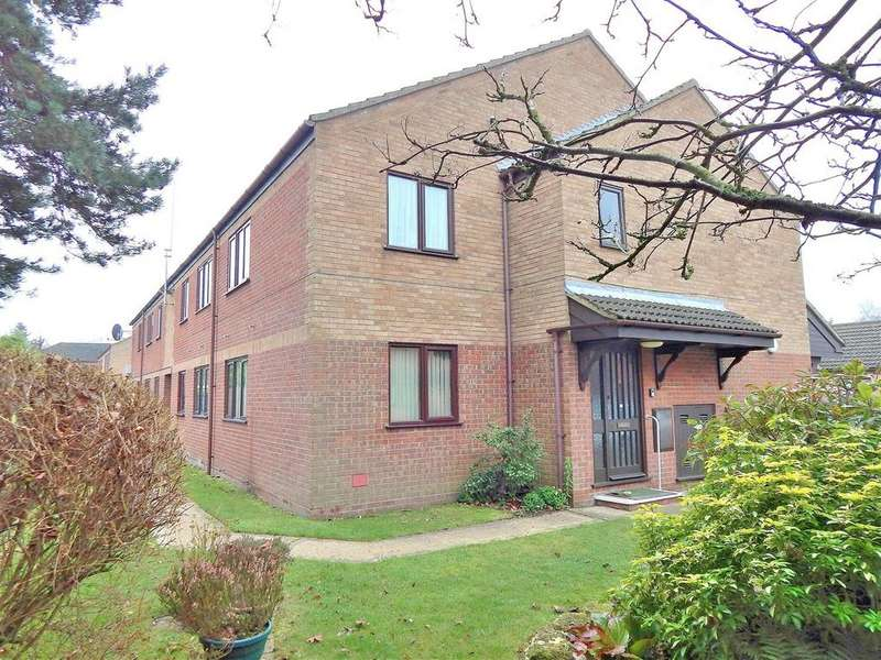 2 Bedrooms Flat for sale in Lavender Court, Gaywood, King's Lynn