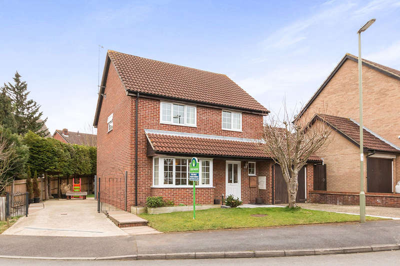 4 Bedrooms Detached House for sale in Gloucester Drive, Basingstoke, RG22