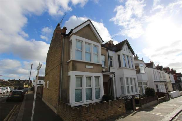 1 Bedroom Flat for sale in 46 Beach Avenue, LEIGH-ON-SEA, Essex