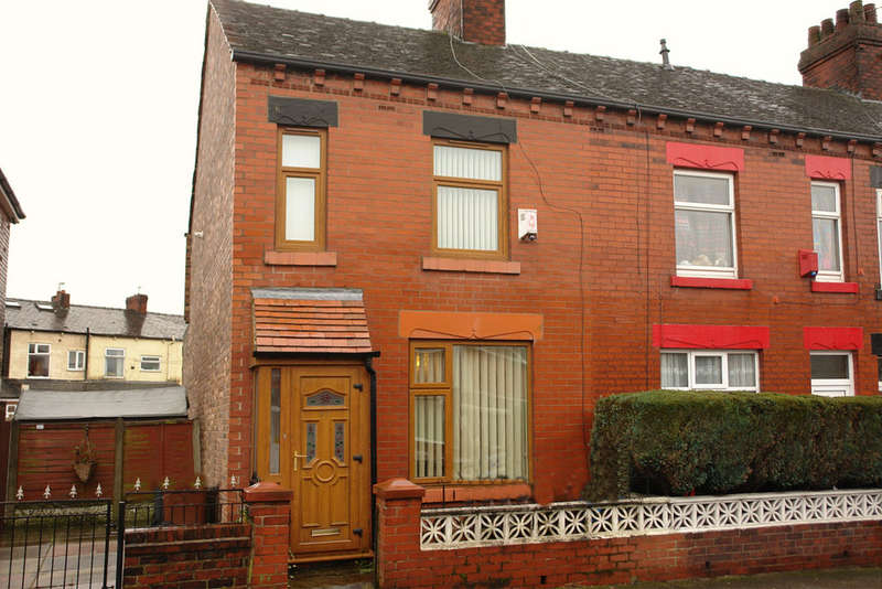 3 Bedrooms End Of Terrace House for sale in 91 Henley Street, Chadderton