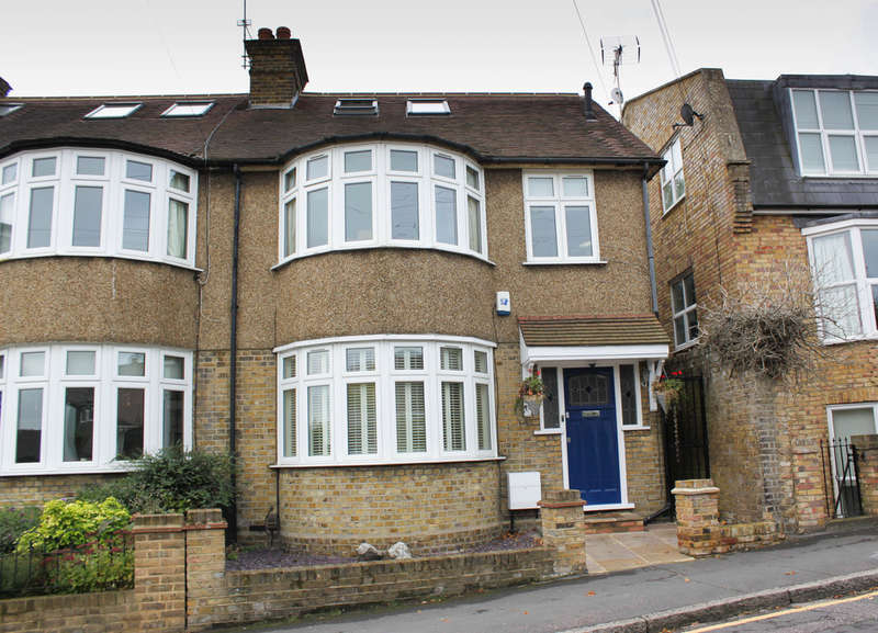 4 Bedrooms End Of Terrace House for sale in Westbury Lane, Buckhurst Hill