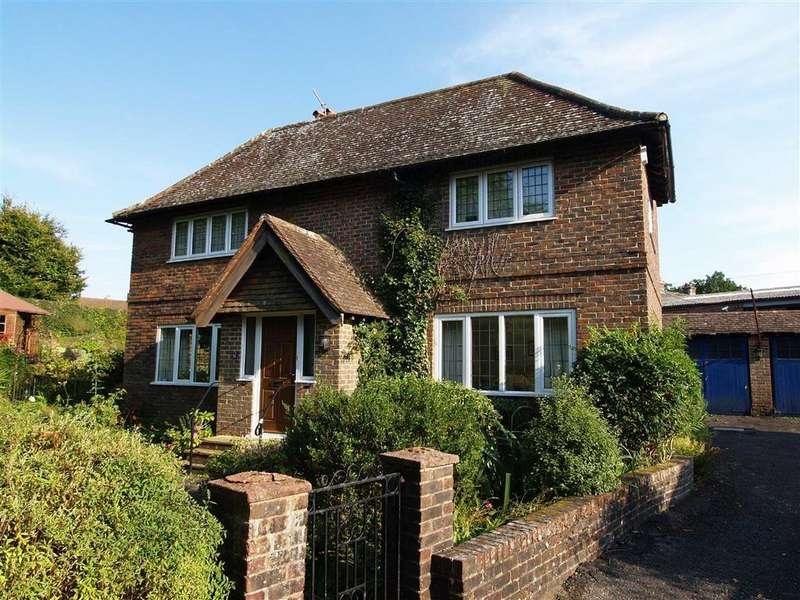 3 Bedrooms Flat for sale in Weysprings, Haslemere, Surrey, GU27