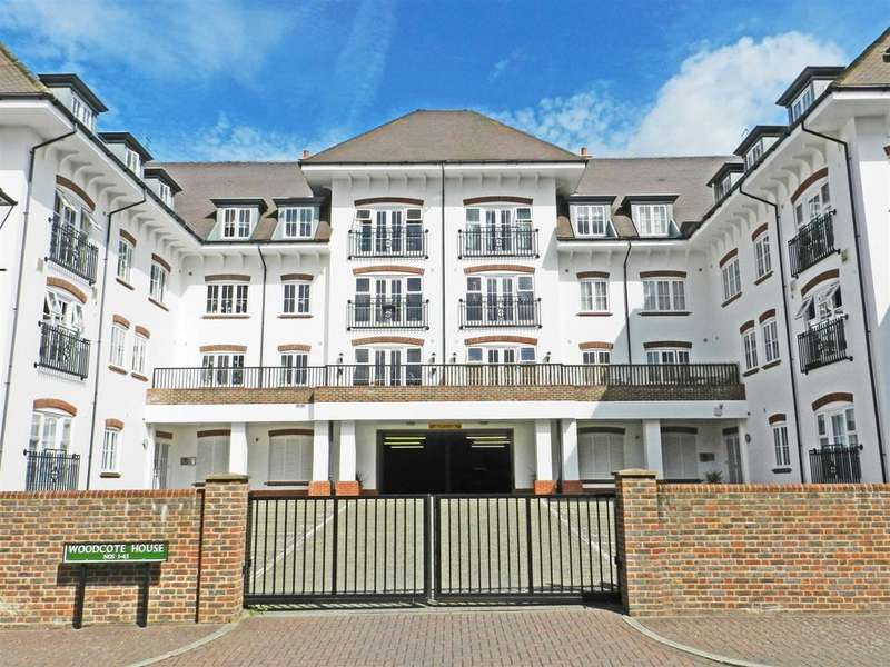 2 Bedrooms Flat for sale in Woodcote House, Updown Hill, Haywards Heath