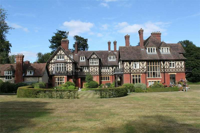 1 Bedroom Flat for sale in LYNDHURST, Hampshire