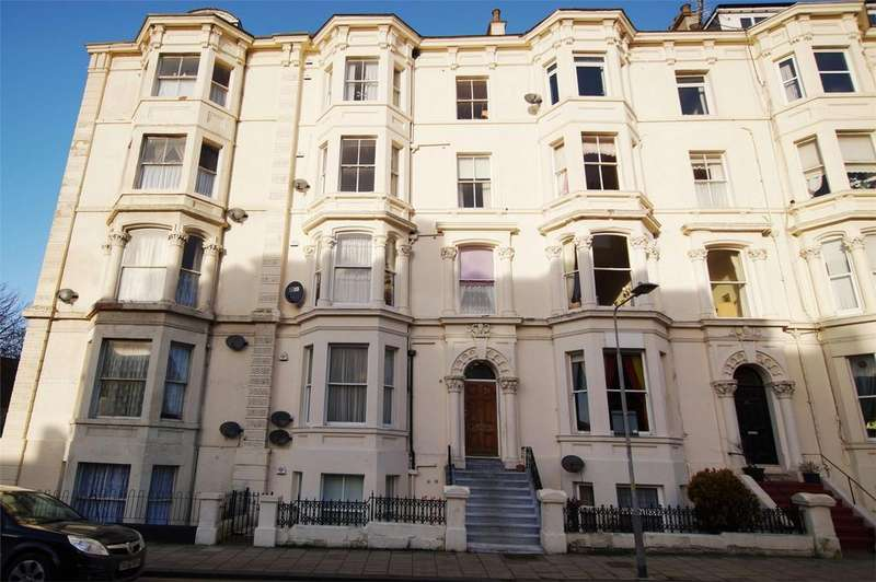 2 Bedrooms Flat for sale in Albion Road, Scarborough