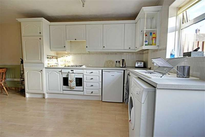 3 Bedrooms Terraced House for sale in Raeburn Road, South Shields, Tyne And Wear