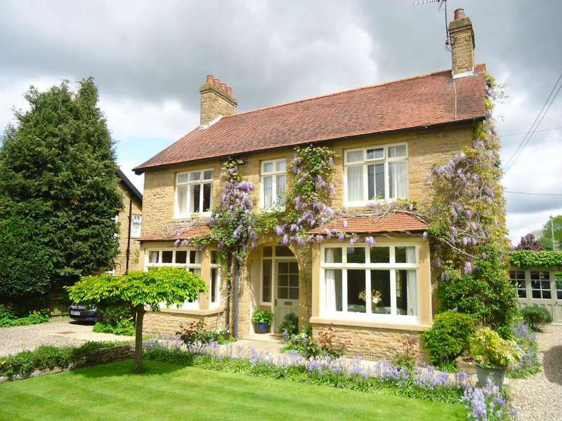 3 Bedrooms Detached House for sale in Ashdale Road, Helmsley
