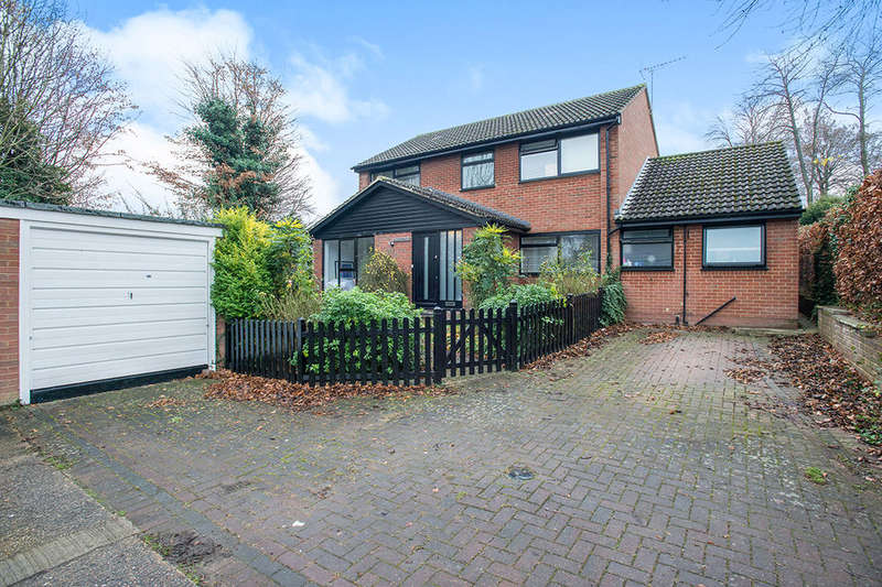 4 Bedrooms Detached House for sale in Quakers Close, Hartley, Longfield, DA3