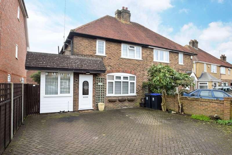 3 Bedrooms Semi Detached House for sale in Wendover Road, Burnham, SL1