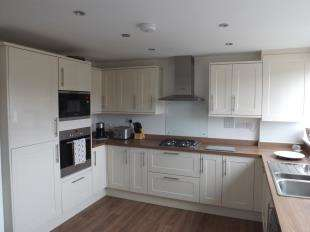 3 Bedrooms Semi Detached House for sale in Charles Drive, Cuxton, Rochester, Kent
