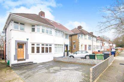 3 Bedrooms Semi Detached House for sale in Ashfield Road, Southgate, London, .