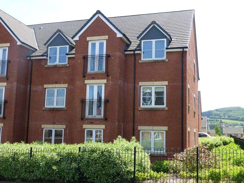 2 Bedrooms Flat for sale in Knights Walk, Caerphilly