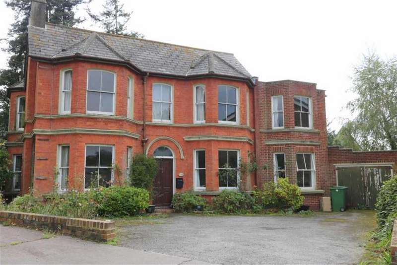 5 Bedrooms Detached House for sale in The Roundel, St Leonards On Sea