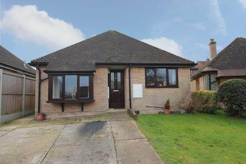 2 Bedrooms Detached Bungalow for sale in Homefield Way, Colchester