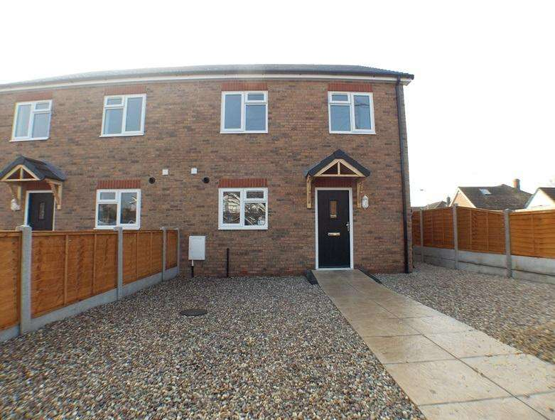 3 Bedrooms Semi Detached House for sale in Grange Avenue, Wickford