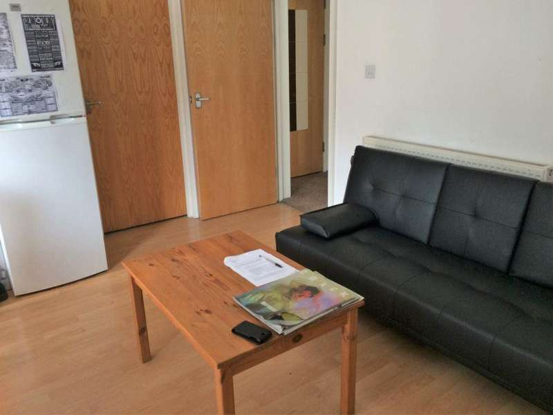2 Bedrooms Flat for rent in Connaught Road, Flat 4, Roath, CF24 3PU