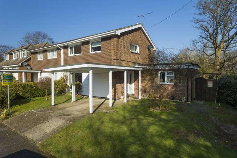 4 Bedrooms Semi Detached House for sale in Fox Close, Lyminge, CT18