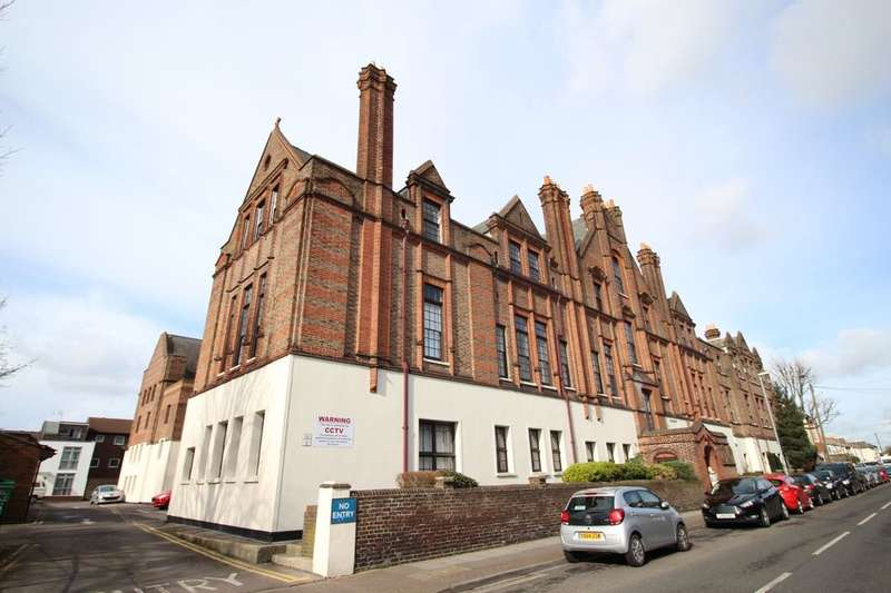2 Bedrooms Flat for sale in Lawrence Road, Southsea, PO5
