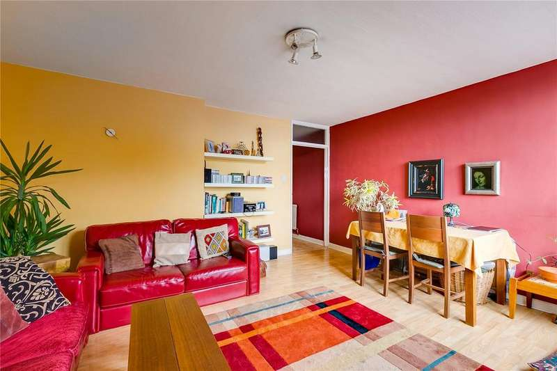 3 Bedrooms Flat for sale in Woking Close, Putney, London