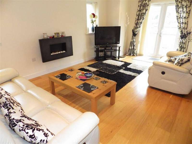 2 Bedrooms Apartment Flat for sale in Acre Park, Stacksteads, OL13