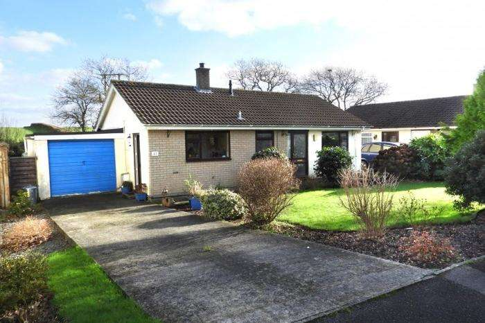 2 Bedrooms Bungalow for sale in 43 MANOR CLOSE HELSTON, TR13