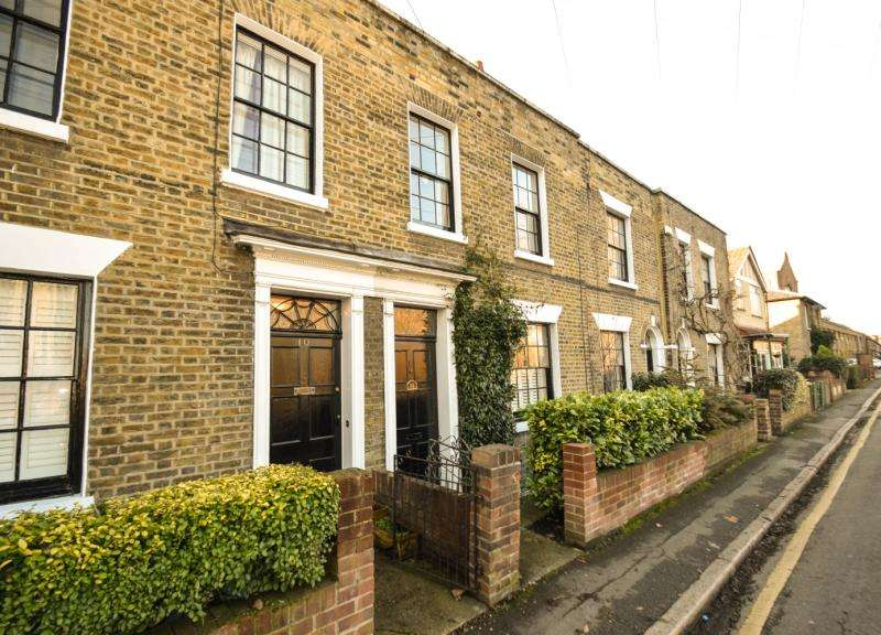 2 Bedrooms Terraced House for sale in Wandle Bank, Colliers Wood, London, SW19