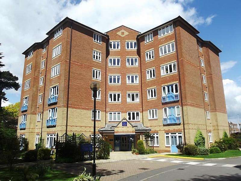 2 Bedrooms Apartment Flat for sale in 37 Lindsay Road Branksome Park Poole