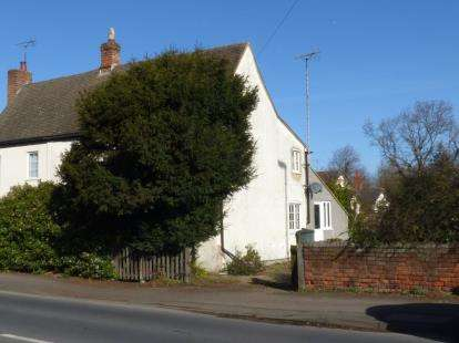 2 Bedrooms Semi Detached House for sale in Barnwood Road, Gloucester, Gloucestershire