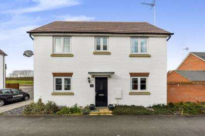 3 Bedrooms House for sale in Tiree Court, Newton Leys, Bletchley, Milton Keynes