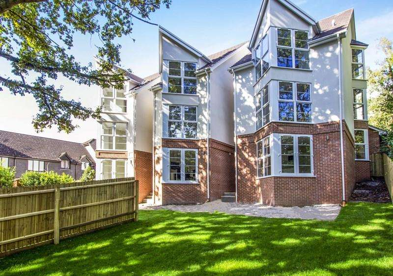3 Bedrooms Detached House for sale in Pond View Close, Canford Heath, Poole