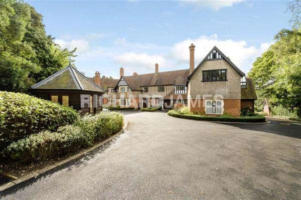 3 Bedrooms Apartment Flat for sale in Grace Court, Totteridge Green, London
