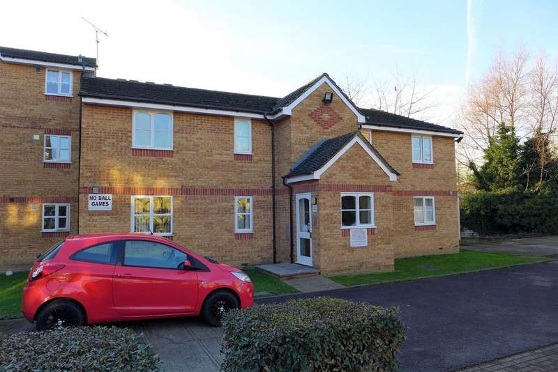 2 Bedrooms Flat for sale in Redford Close, Feltham