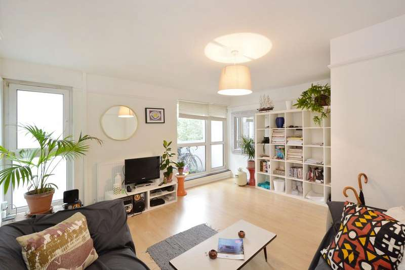 4 Bedrooms Flat for sale in Quaker Court, Banner Street, Islington, London