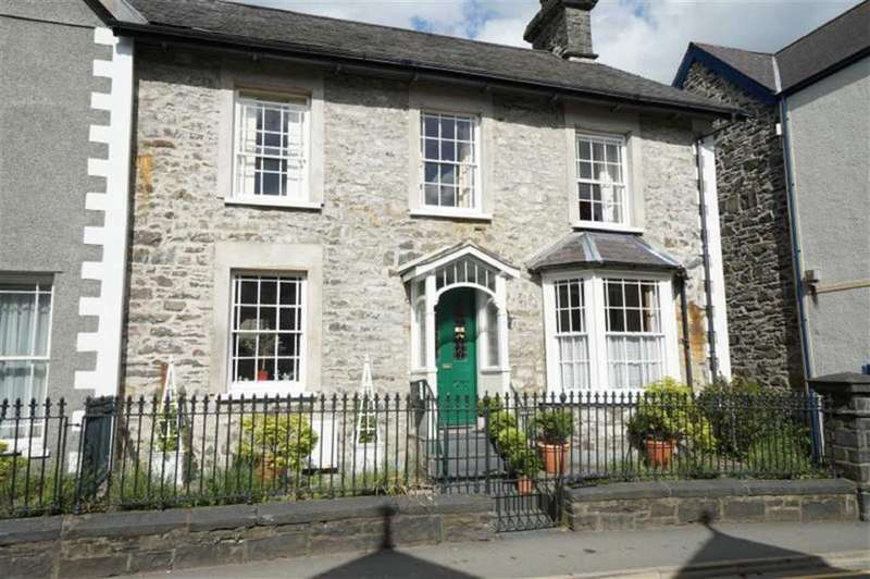 5 Bedrooms Semi Detached House for sale in Station Road, Llanrwst, Conwy