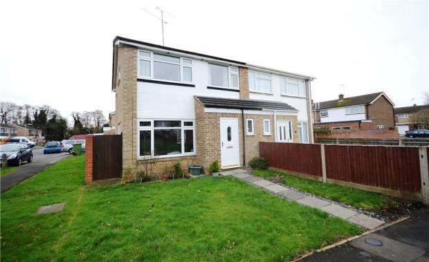 3 Bedrooms Semi Detached House for sale in Trent Close, Farnborough, Hampshire