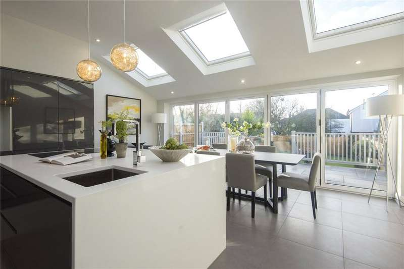 4 Bedrooms House for sale in Broadwalk, London, E18