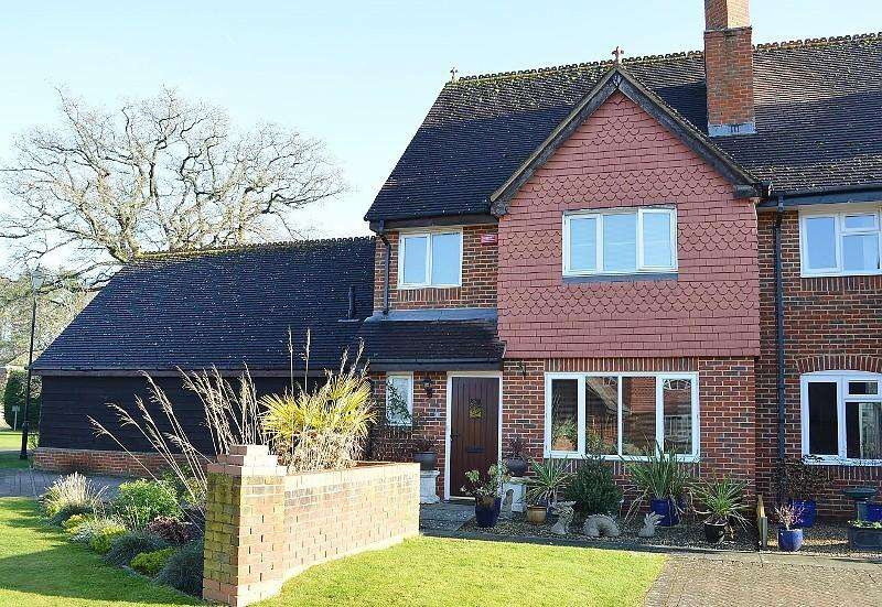 3 Bedrooms House for sale in Tudor Close, Bramley