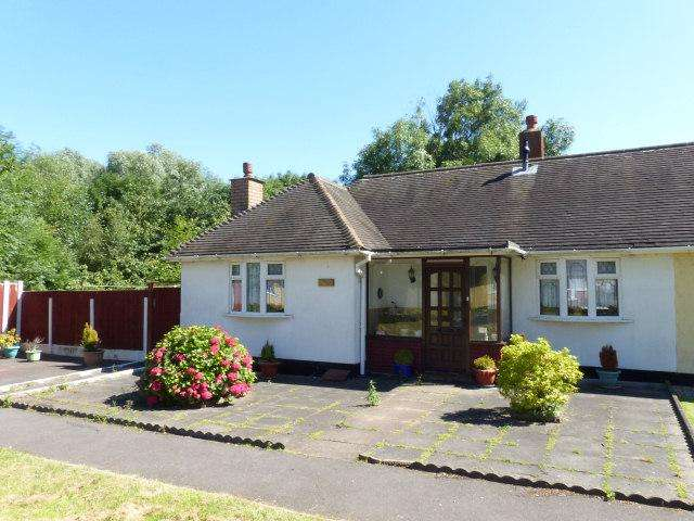 2 Bedrooms Semi Detached Bungalow for sale in Barns Lane,Rushall,Walsall