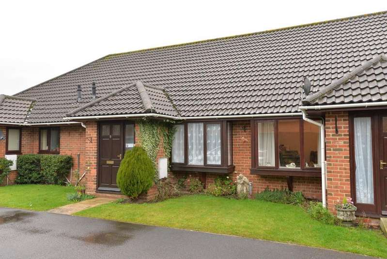 2 Bedrooms Terraced Bungalow for sale in Osborne Road, New Milton