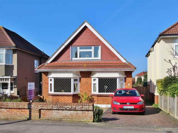 4 Bedrooms Detached Bungalow for sale in Hennings Park Road, Oakdale, Poole, Dorset